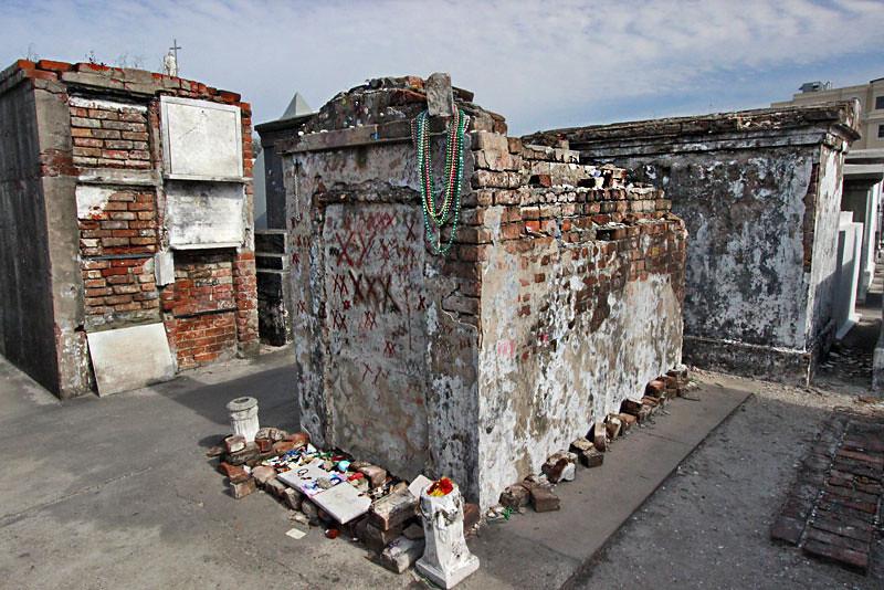 Louisiana-New-Orleans-St-Louis-Cemetery2-Marie-Laveau-L